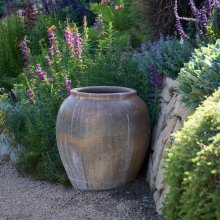 creative-use-large-pots-and-containers-in-garden2-2